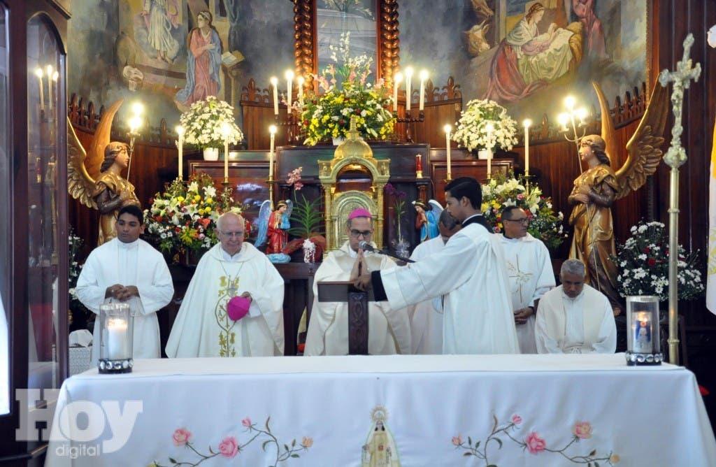 Decenas de Personas se dieron cita desde tempranas hora de la madrugada a la Iglesia del Santo Cerro en conmemoración a la Virgen de las Mercedes.             HOY/Nelson García.