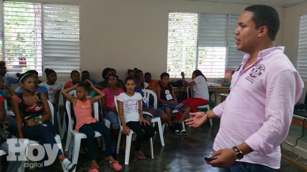 Sahel Abreu durante su participación en una conferencia sobre participación política juvenil