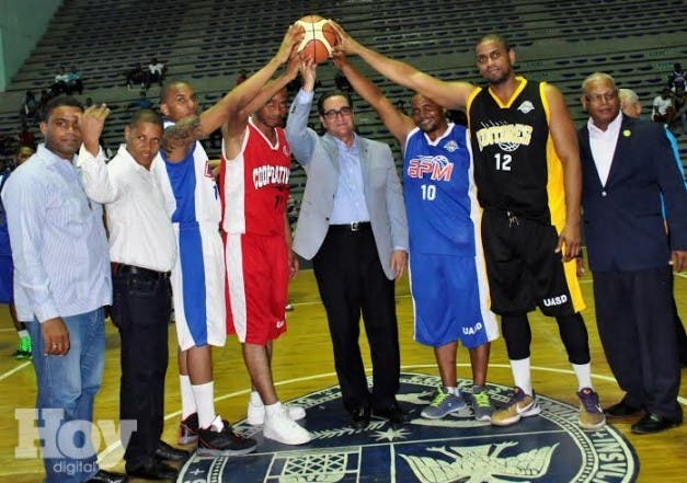 La Universidad Autónoma de Santo Domingo (UASD), la Asociación de Empleados Universitarios (ASODEMU)  y la Liga de Baloncesto de la academia, dejaron inaugurado el Sexto Torneo de Baloncesto Universitario, fuente externa