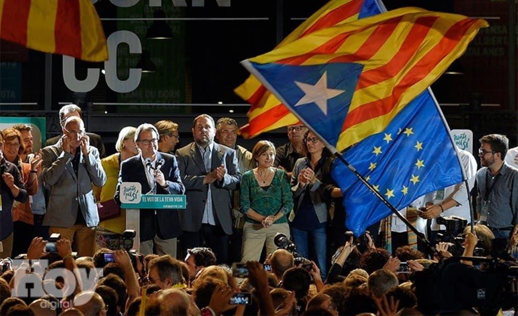 La coalición nacionalista Junts pel Si, que defiende la secesión de Cataluña respecto a España, ganó hoy las elecciones autonómicas enCataluña con 62 escaños, a seis de la mayoría absoluta del Parlamento regional, con el 96,26 escrutado. EFE