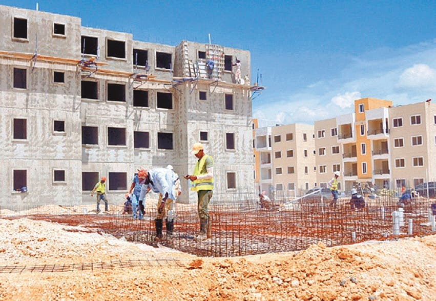 El Presidente de la República, Danilo Medina, emitió el decreto número 268-15, que fija el precio de la vivienda de bajo costo en un valor máximo de 2.4 millones de pesos