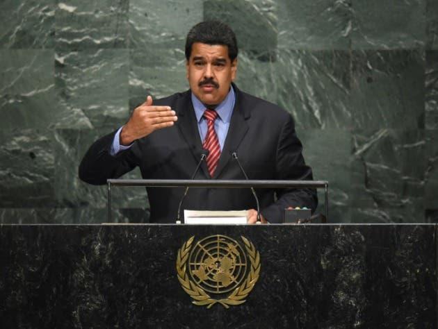"""El presidente venezolano Nicolás Maduro pidió el martes al """"mundo"""" estar """"muy atento a cualquier intento de violentar la vida política"""" de su país"""