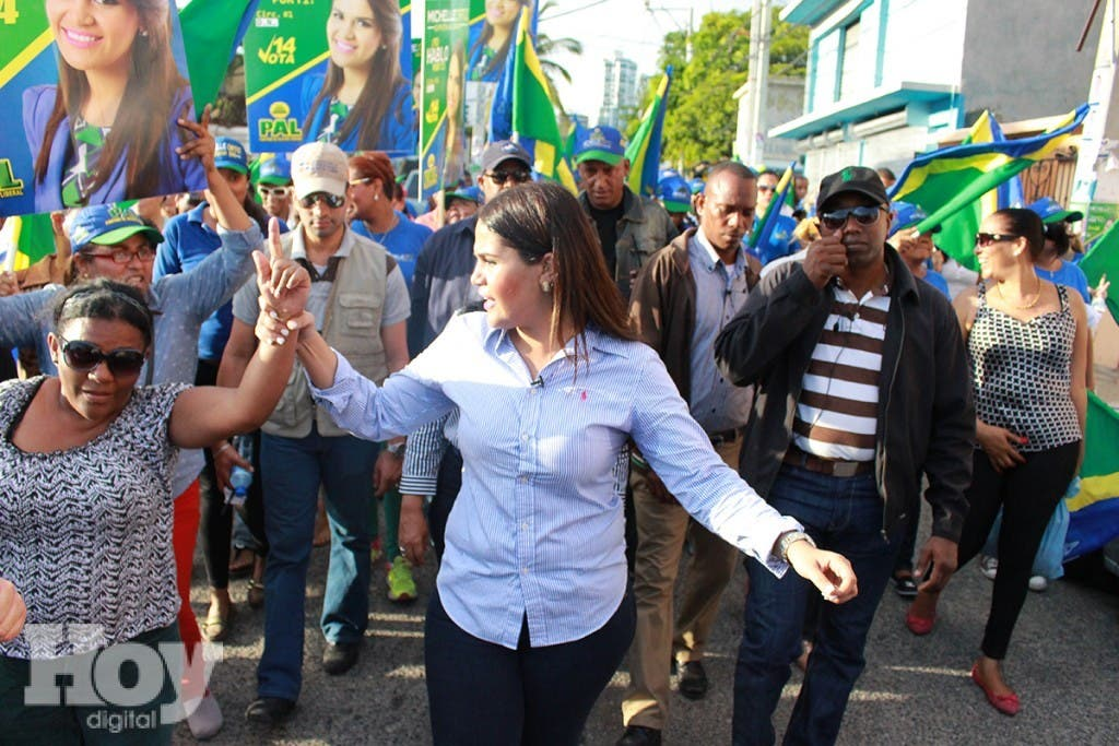Candidata a diputada Michelle Ortiz se compromete a mejorar condiciones de vida en los barrios en Capital, fuente externa