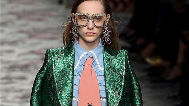 """Gucci abre la Semana de la Moda de Milán con estilo """"boho"""" y lazos al cuello.EFE"""