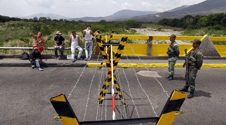 El presidente de Venezuela, Nicolás Maduro, dijo hoy que los 2.200 kilómetros de frontera que su país comparte con Colombia y que permanecen cerrados