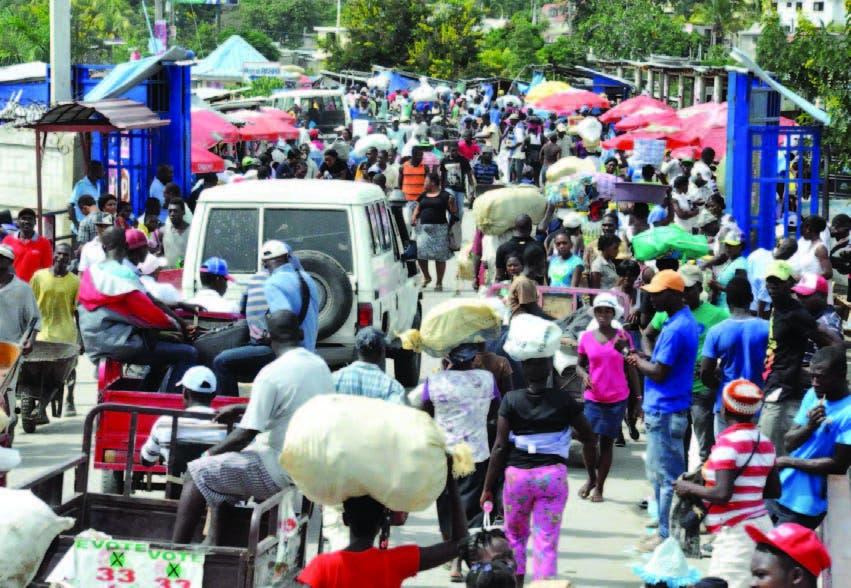 Desorden impera en en el mercado binacional entre RD-Haití