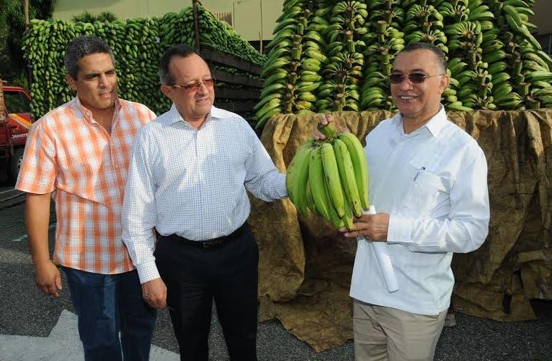 Ministro de Agricultura anuncia venta provisional de víveres a bajo costo