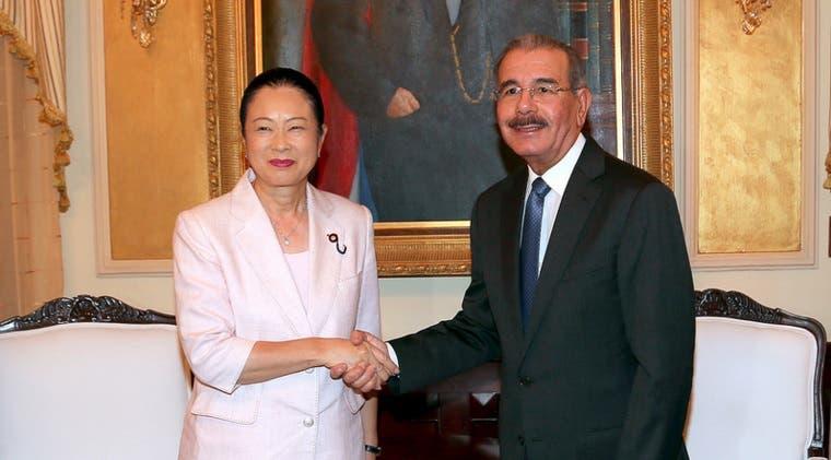 Danilo y delegacion Japon