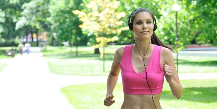 Lleve una vida físicamente activa y limite el tiempo que pasa sentado, recomienda la OMS para prevenir el cáncer de seno.