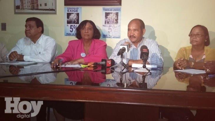 La presidenta de la Unión  Nacional de Servicios de Enfermería,  Rafaela Figuereo,  atribuyó a la falta de recursos económicos la alta tasa de defunción por dengue que se ha registrado en el país este año.