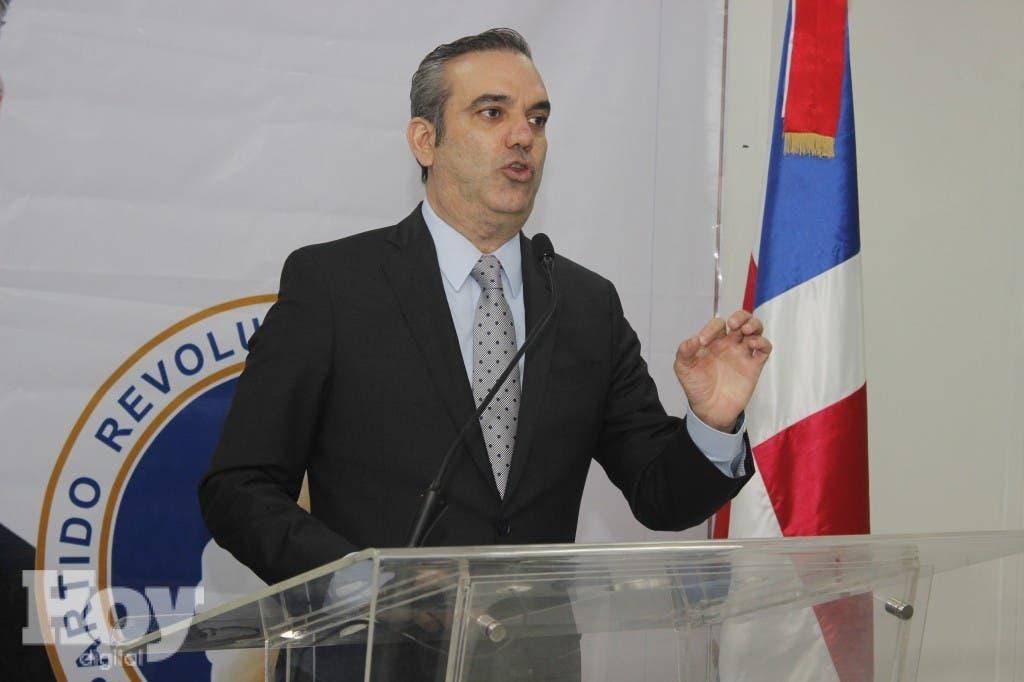 Foto de Luis durante la rueda de prensa de hoy 12