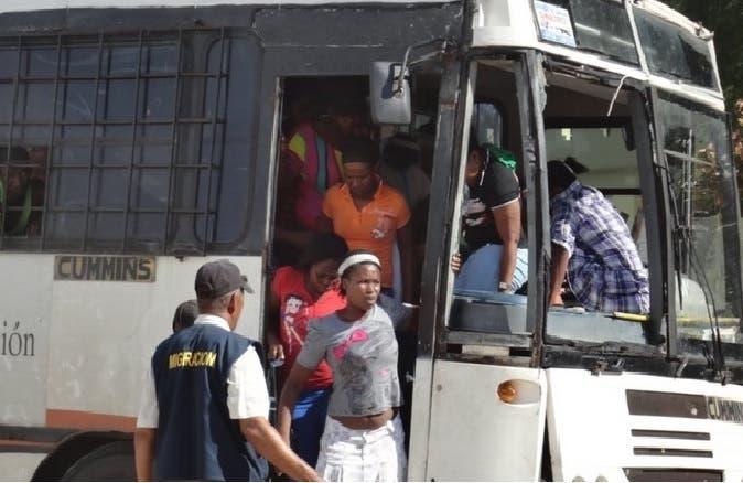 Entidades deploran Gobierno gaste RD$139 millones en deportaciones