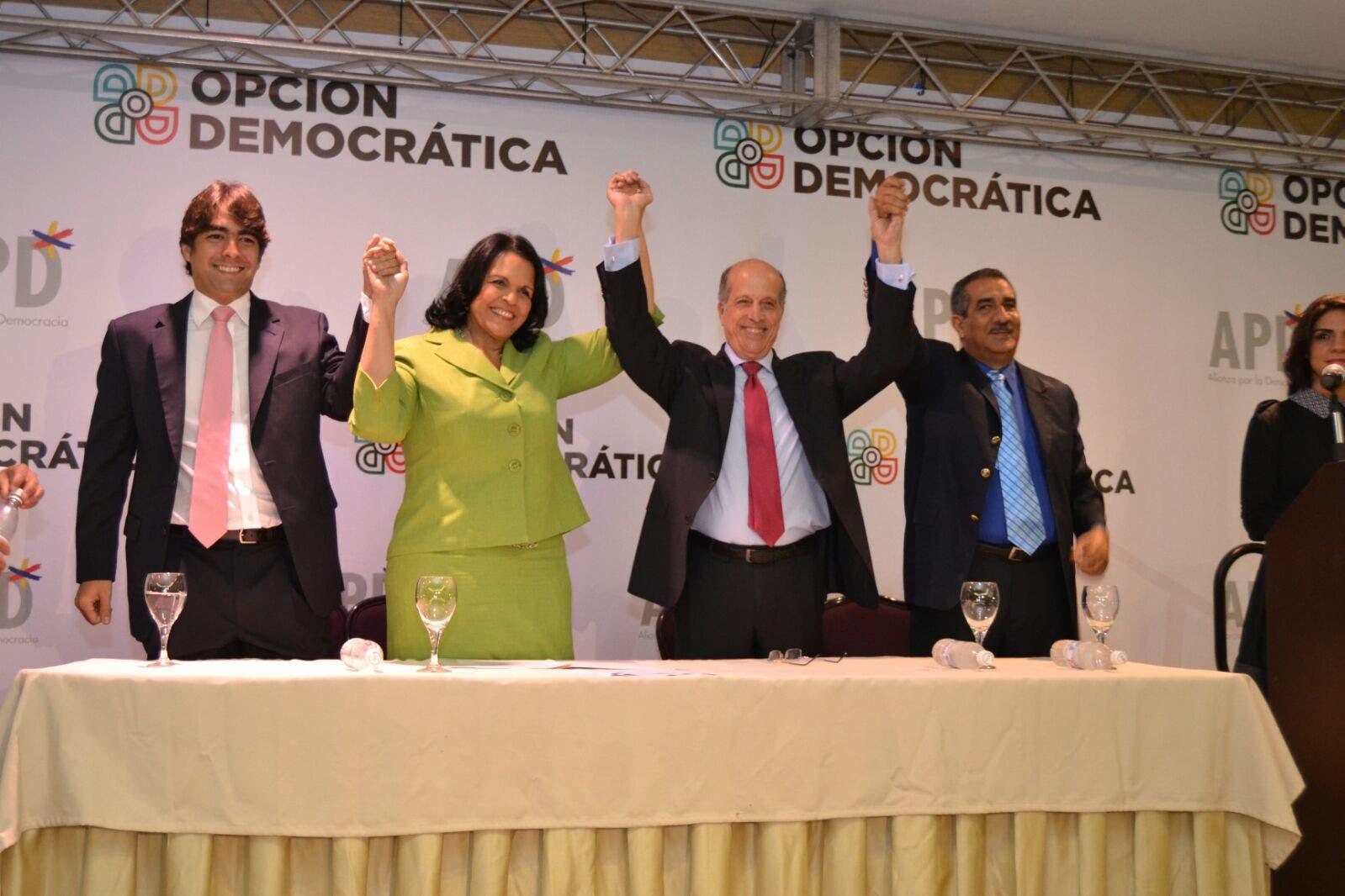 Max Puig apoya a Minou Tavárez Mirabal; Guillermo Moreno está en otro bloque