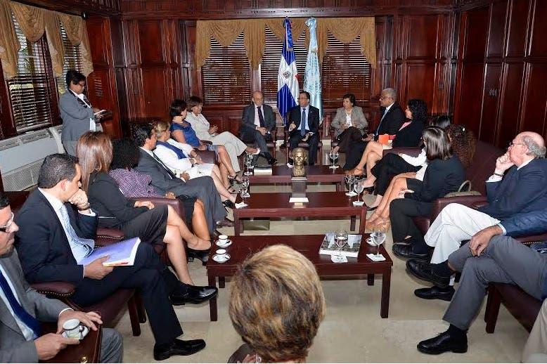 Navarro y delegaciones ONU