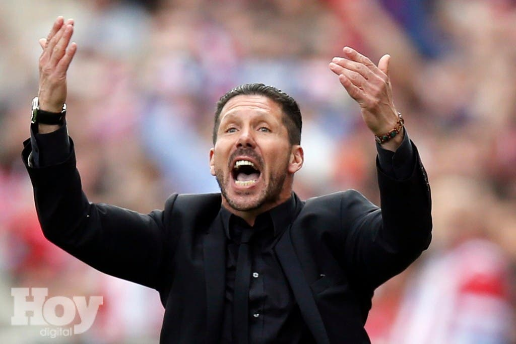 """Atletico Madrid's coach Diego """"Cholo"""" Simeone reacts during their La Liga soccer match against Villarreal at Vicente Calderon stadium in Madrid April 5, 2014. REUTERS/Sergio Perez  (SPAIN - Tags: SPORT SOCCER)"""