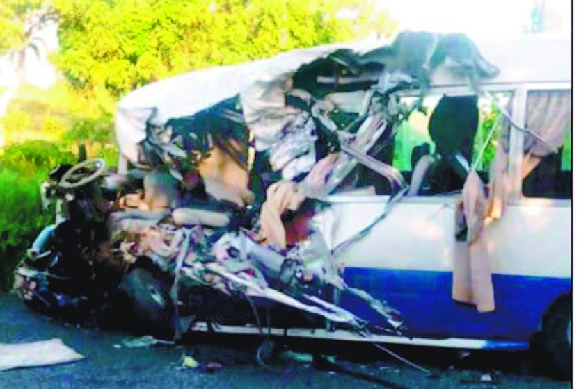 Un muerto y 25 heridos, cuatro graves, en choque de dos minibuses en Higüey