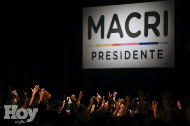 Supporters of opposition presidential candidate Mauricio Macri celebrate at his campaign headquarters the first results of the election in Buenos Aires, Argentina, Sunday, Nov. 22, 2015. Macri won Argentina's historic runoff election, putting an end to the era of left-leaning President Cristina Fernandez, who along with her late husband dominated the political scene and rewrote the country's social contract. Ruling party candidate Daniel Scioli conceded late Sunday. He told supporters that he had called Macri to congratulate him. (AP Photo/Natacha Pisarenko)