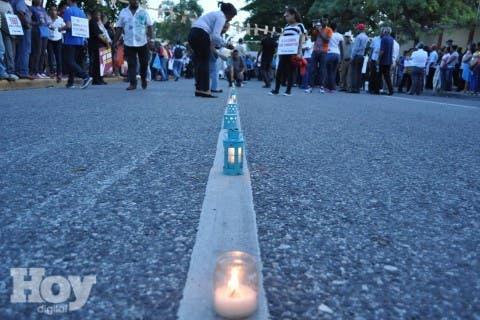 País/ Protesta en los alrededores del palacio presidencial, (caso OISOE, Impunidad, Corrupción…). 04-11-15 Foto: José Adames Arias. Periodista Emilio Guzmán.