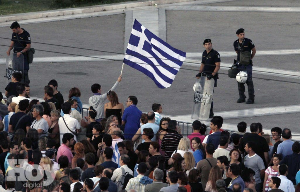 Protesters gather in front of the parliament during a rally against the austerity economic measures and corruption at Syntagma (Constitution) square in Athens June 26, 2011. Greece's deputy prime minister warned that rebel lawmakers may yet block some reforms sought by international lenders, though parliament is expected to back an overall austerity package this week to avert national bankruptcy.   REUTERS/John Kolesidis  (GREECE - Tags: CIVIL UNREST POLITICS BUSINESS)