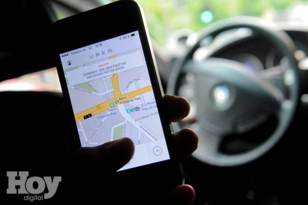 Para poder solicitar este servicio, debes de descargar gratuitamente su página, www.uber.com.do, una vez descargada la aplicación, se procede a solicitar el mismo.