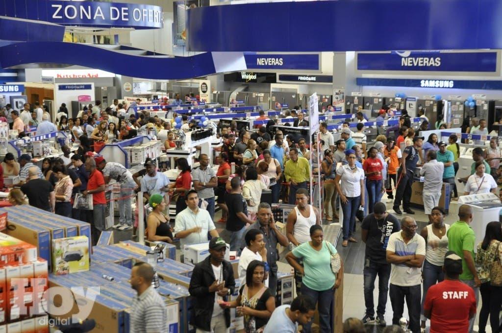 Recorrido por las tienda Distribuidora Corripio, por motivo del Black Friday. Hoy/ Aracelis Mena. Archivo.