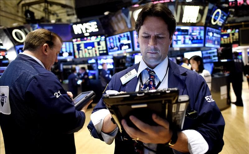 Wall Street en neta caída tras amenazas de guerra comercial China-EEUU