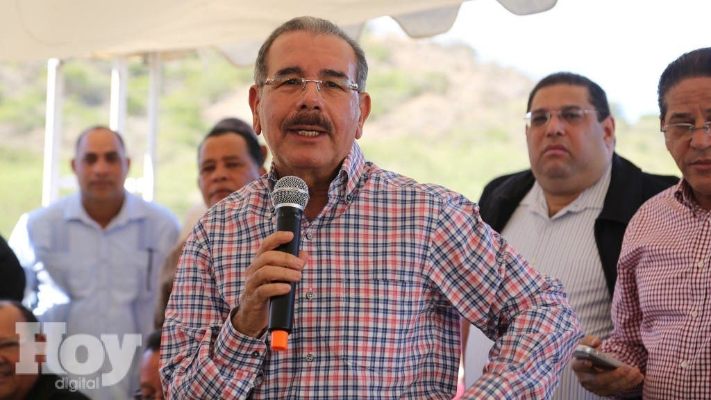 Visita sorpresa del Presidente Danilo Medina a Villa Sinda, Monte Cristi. 22-11-15. // Fuente Externa.
