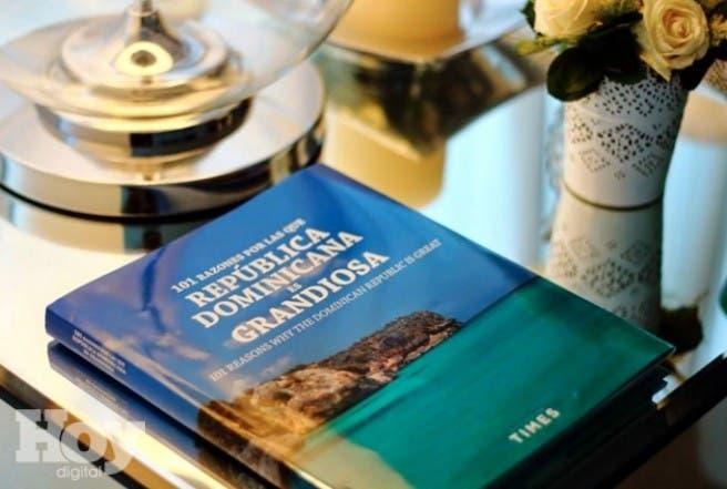 Libro sobre turismo RD