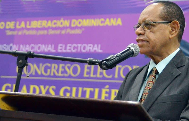 Desorden tras PLD anunciar empate Alfredo Martínez y Karen Ricardo por candidatura alcaldía SDE