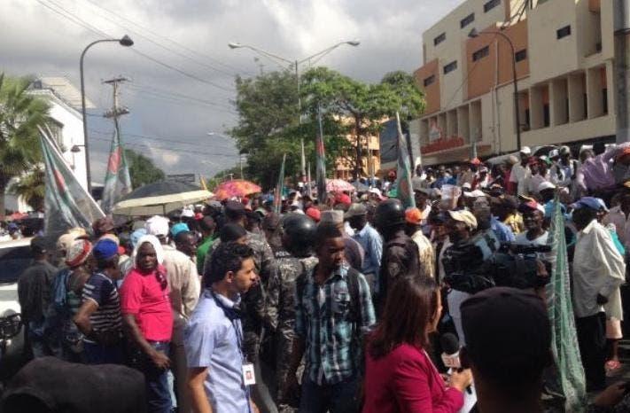 Policía impide manifestación de cañeros exigían residencia permanente