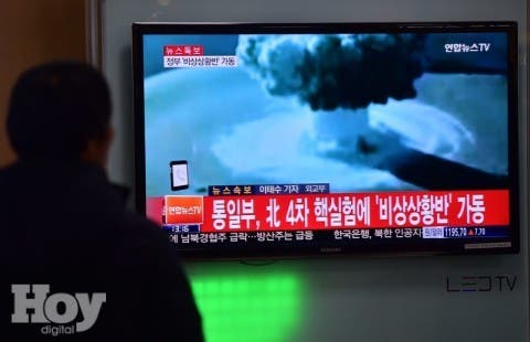 "ADDITION- People watch a news report on North Korea's first hydrogen bomb test at a railroad station in Seoul on January 6, 2016. South Korea ""strongly"" condemned North Korea's shock hydrogen bomb test and vowed to take ""all necessary measures"" to penalise its nuclear-armed neighbour.  The image shown on TV shows files images from other nuclear tests from other countries and the caption in red at the bottom of the screen reads ""the Blue House will convene an emergency meeting of the NSC, the National Security Council.""   AFP PHOTO / JUNG YEON-JE"