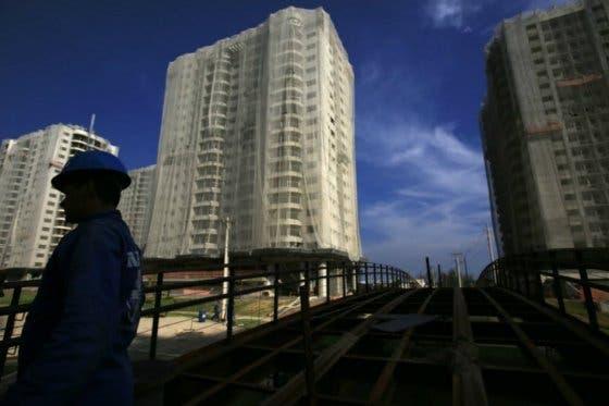 Los precios de inmuebles en Brasil cayeron hasta un 20 %, según Moody's