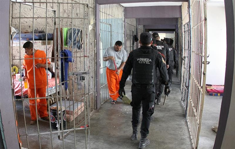 Eliminan privilegios de penal mexicano donde murieron 49 presos en motín
