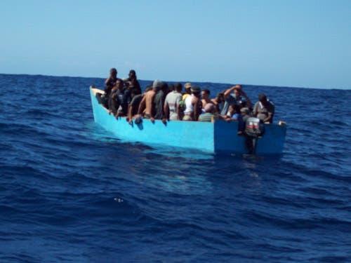 Detienen a nueve dominicanos por tratar de entrar ilegalmente a Puerto Rico