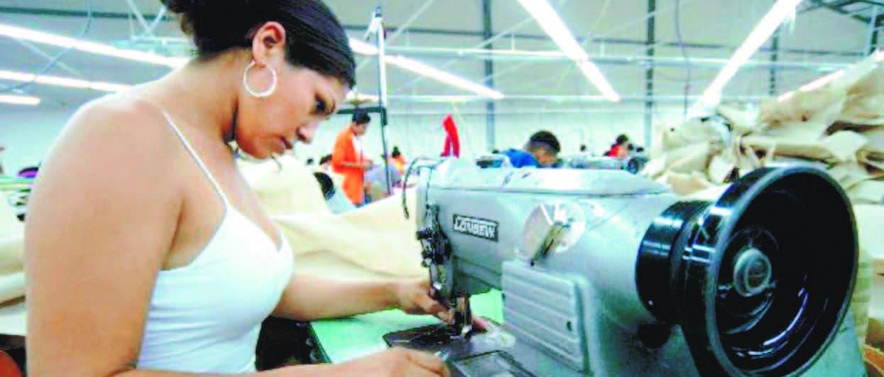 Izquierdo resalta incursión de la mujer en la manufacturera