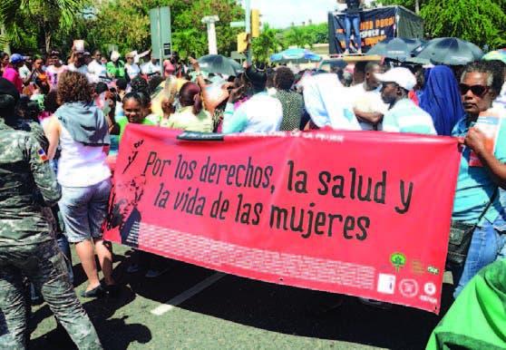 Impiden entrada a Palacio Nacional marcha feminista
