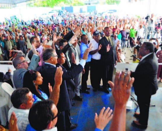 Dirigentes de PQDC, PRM y PRSC pasan a las filas del PRD