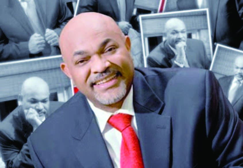 Espectáculos Públicos suspende al presentador Nelson Javier
