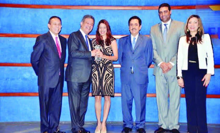 Leonel Fernández entrega premios Funglode