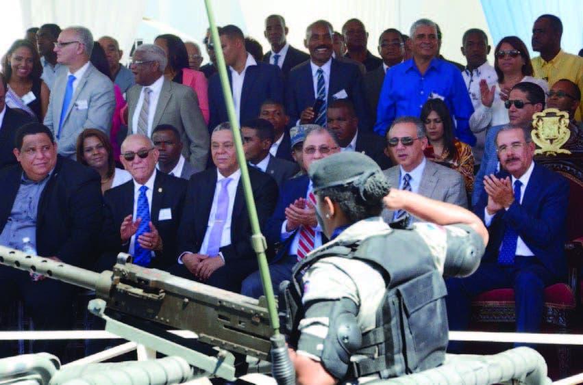 Presidente Medina encabezó  desfile por la Batalla de Azua