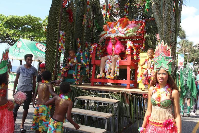 Niños llenan de magia y color el malecón al participar en Carnaval Infantil 2016
