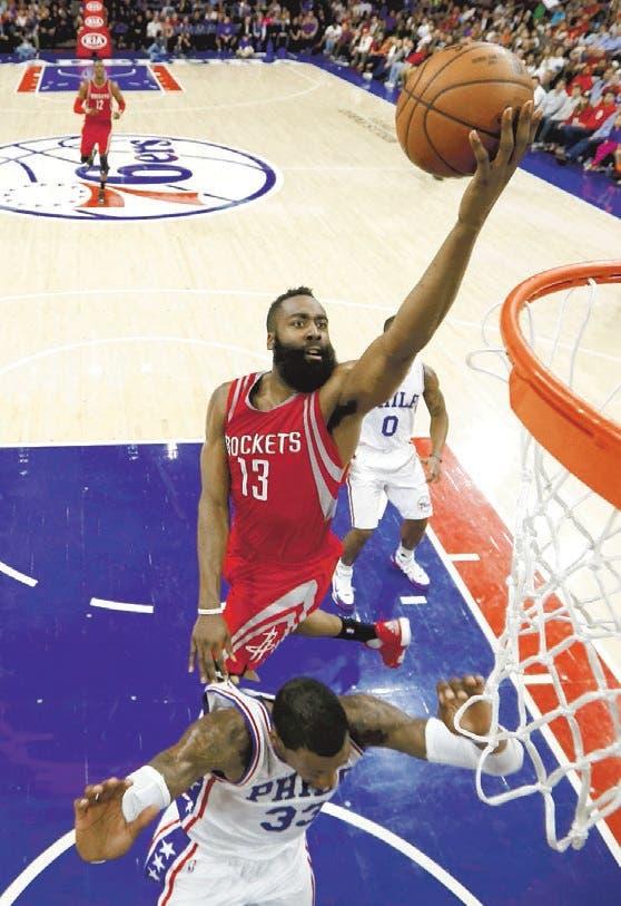 Harden y Howard guían a Rockets; Celtics siguen imparables en su casa