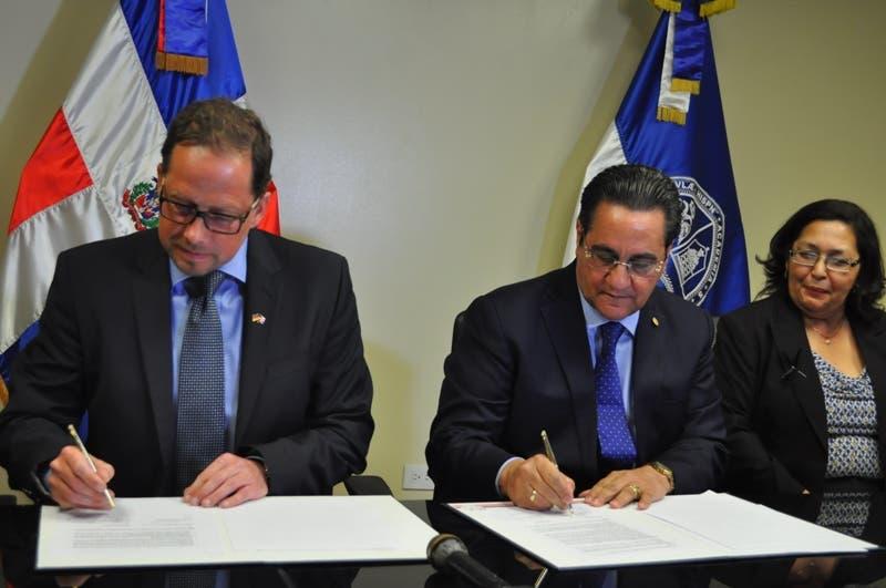 UASD firma convenio con Universidad Trier en Alemania
