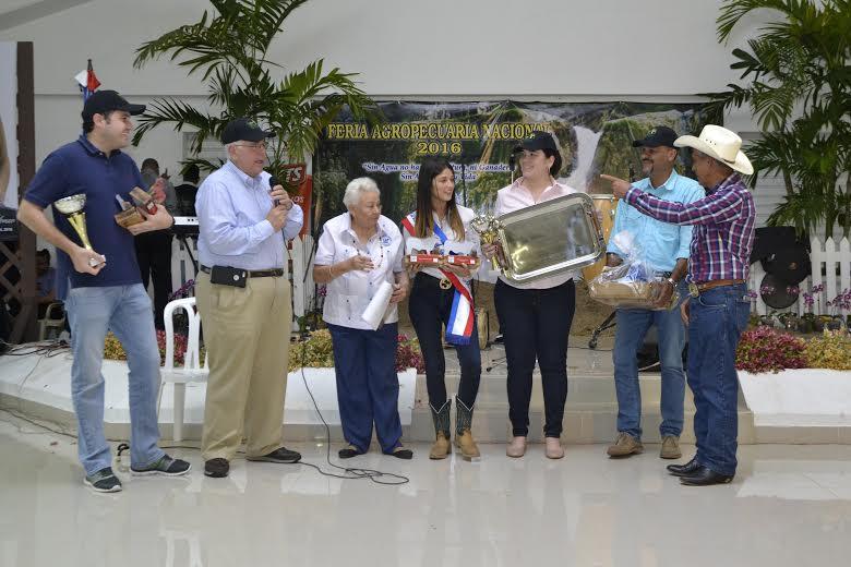 El ganadero José Manuel Mallén habla tras recibir sus premios en la Feria Agropecuaria 2016.
