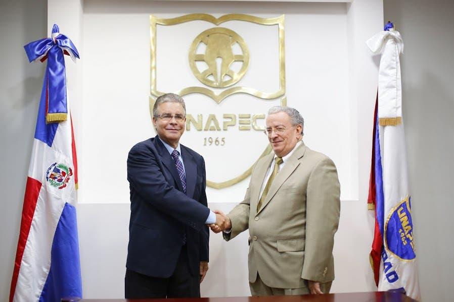 ADOMPRETUR y UNAPEC suscriben acuerdo para apoyar capacitación en turismo y comunicación