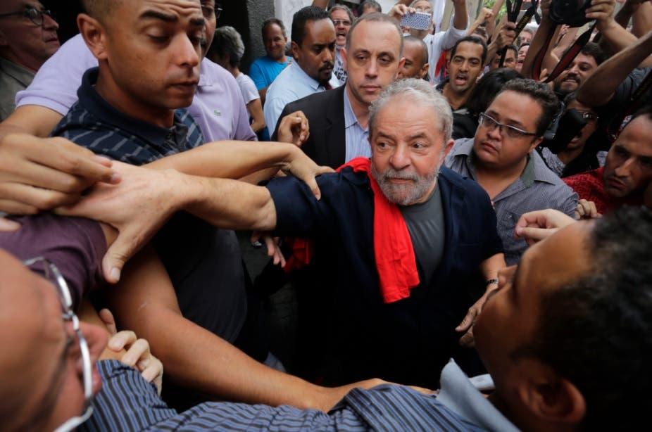 Lula es arropado por los suyos a la espera del juicio que definirá su futuro
