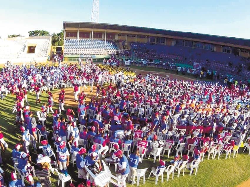Cientos de niños en inicio torneo de la Pony Béisbol