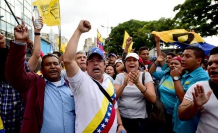 Oposición venezolana moviliza sus fuerzas para exigir renuncia de Maduro
