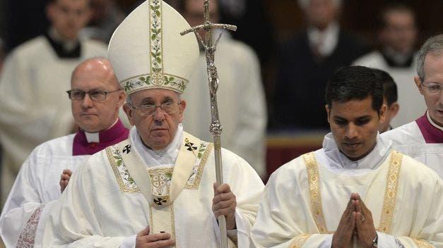 Papa pide a curas que sean ministros de misericordia y ayuden a descartados