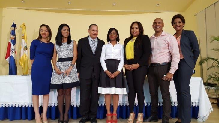 Cristal Acevedo, Sandra Guzmán, Fausto Rosario, Millizen Uribe, Sudelka García, Salvador Batista y Patricia Pérez.